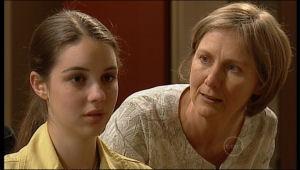 Louise Carpenter (Lolly), Sandy Allen in Neighbours Episode 5155