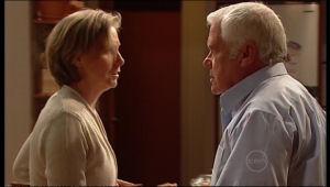 Sandy Allen, Lou Carpenter in Neighbours Episode 5162