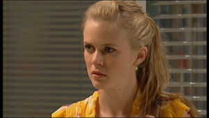 Elle Robinson in Neighbours Episode 5167