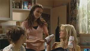 Rosie Cammeniti, Carmella Cammeniti, Pepper Steiger in Neighbours Episode 5176